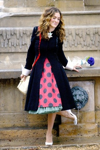 Dodging crap is something we all try to do, and sometimes fail at. Here is Carrie Bradshaw making the best of a shitty situation.