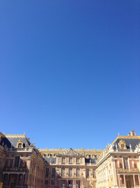 Not a cloud in the sky at Chateau de Versailles